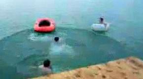 Сквозь лодку