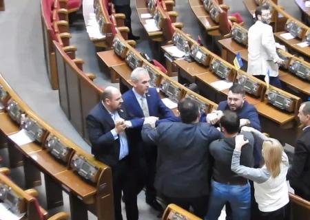 ВРаде произошла потасовка между депутатами