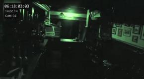 Камера ночного наблюдения зафиксировала призрака