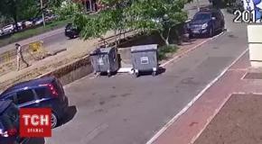 Момент прорыва трубы на Голосеевском проспекте в Киеве