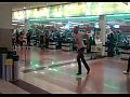 Решил искупаться в фонтане в супермаркете