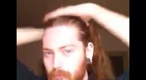 Как собрать волосы в пучок: мужчинам на заметку