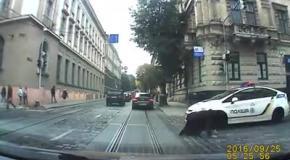 Львовские полицейские сбили женщину