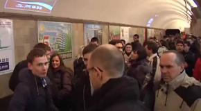 Яценюк запрошував киян на Євромайдан у столичному метро
