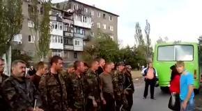 Жительница Снежного побила пленного украинского солдата