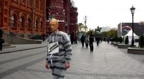 """Московская полиция задержала """"Путина"""" в тюремной робе"""