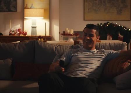 Роналду снялся врекламном ролике помотивам фильма «Один дома»
