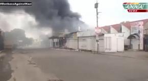 Пожар на центральном рынке Луганска после обстрела