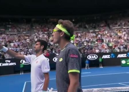 Действующий чемпион Australian Open Новак Джокович вылетел вовтором круге
