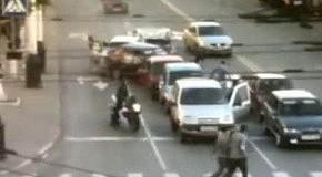 Мотоциклисту очень повезло (мат)
