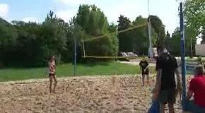 Волейболистка пристает к судье