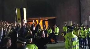 Фанаты Боруссии разогреваются под конвоем перед матчем