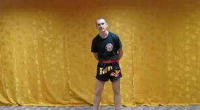 Жесткий удар с разрыва клинча (тайский бокс видео урок)
