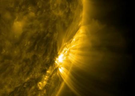 Адская арка: NASA показало видео снеобычной вспышкой наСолнце