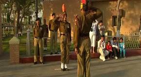 Церемония закрытия индийско-пакистанской границы