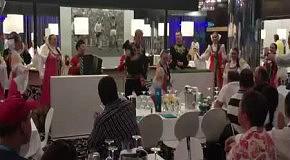 В Донецке VIP-гостей украинского Евро-2012 развлекают русскими песнями и танцами