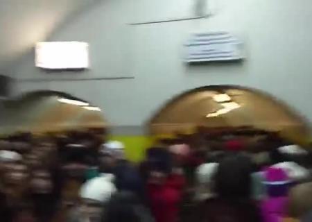 ВКиеве настанции метро «Берестейская» под поезд упал человек