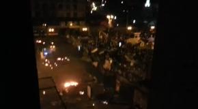 БТР'ы таранят баррикады с активистами