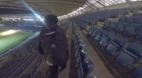 Безумные экстремалы залезли на крышу стадиона Манчестер Сити