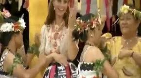 Герцогиня Кембриджская и принц Уильям исполняют танец живота