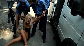 Милиция отлавливает активисток FEMEN