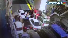 В Керчи автомобиль упал с парома в море