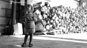 Переселенцы из Донбасса живут в ангаре заброшенного завода в Киеве