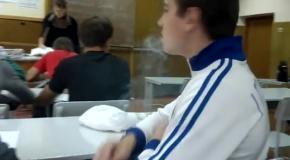 Закурил в классе перед учителем