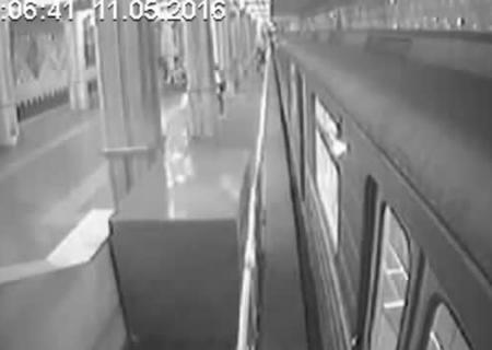 Вкиевском метро пассажир-безбилетник избил контролершу