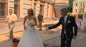 Один лимузин, жених, невест 100!!