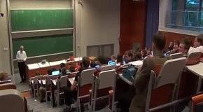Студент пришёл на лекцию с печатной машинкой