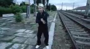 Танец на железной дороге
