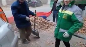 Русский флаг в России использовали как мешок для мусора