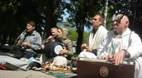 Bhaktipada das.Harinama in the park