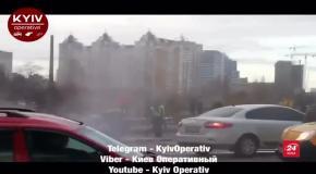 Авто зім'яло вдвоє: у Києві серйозна ДТП з постраждалими – фото та відео