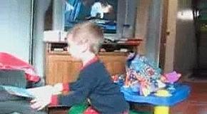 Забавная реакция у малыша