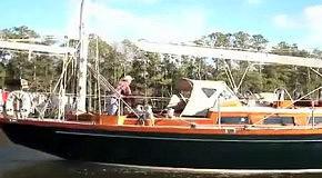 Как пройти мачтовому судну через мост