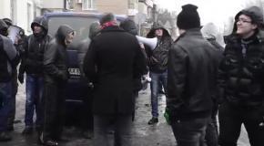 Антимайдановцы толпой накричали на женщину с Евромайдана