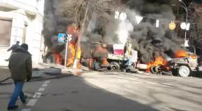 На улице Садовой горят военные грузовики