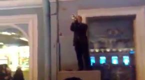В Санкт-Петербурге уличный музыкант исполнил на трубе гимн Украины