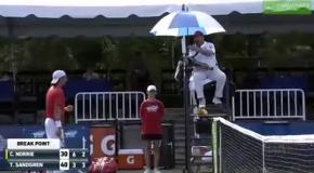 Судья перепутал болельщика с тренером и вынес теннисисту предупреждение