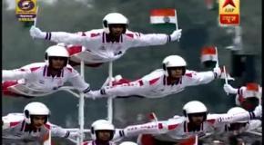 Трюки мотоциклистов на индийском параде