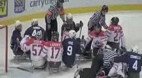 Инвалиды дерутся в хоккее