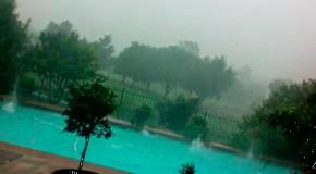 Бассейн под мощью града и урагана