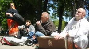 Kirtan in the park.Giridhari das.Zhitomir