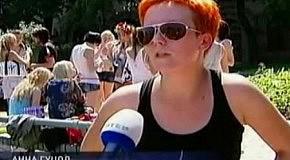 Девушки из FEMEN залезли в фонтан на Майдане.