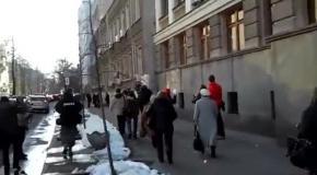 Депутатов снежками