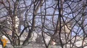 Беркут бросает гранаты в активистов с крыши дома на Шелковичной