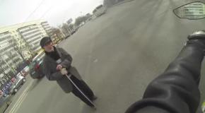 Добрый байкер помог дедушке перейти дорогу
