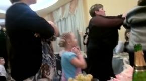 Отец жениха подрался с невестой
